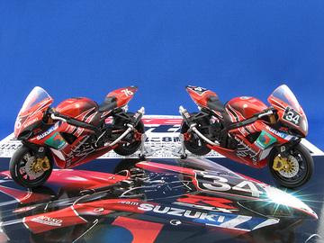ヨシムラ×ファイア 1/24 バイクセットのミニカーの写真