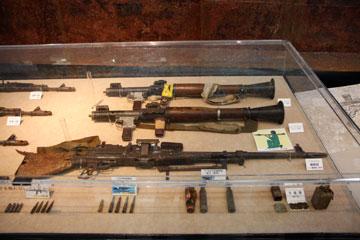 RPG-7とPK 7.62mm機関銃の写真