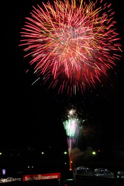08年鈴鹿8耐での花火の写真 1