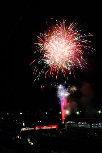 08年鈴鹿8耐での花火の写真 2