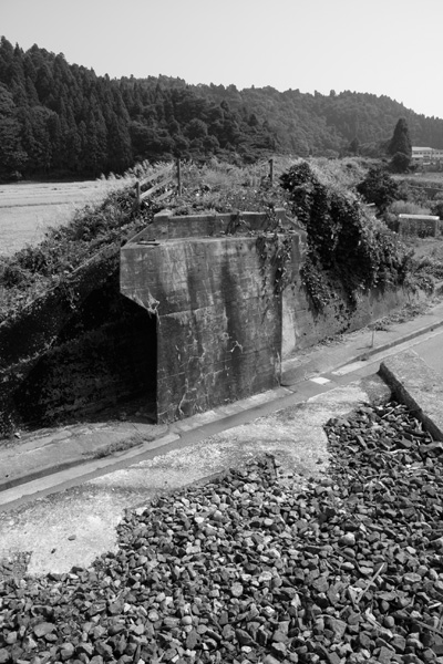 廃線の陸橋跡の写真