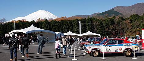 イヴェント広場から望む富士山の写真