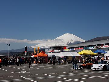 会場越しの富士山の写真