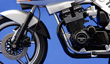 アオシマ製カタナのエンジン周りの写真
