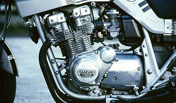750カタナのエンジン周りの写真