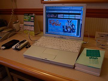 宿のテーブルの様子の写真