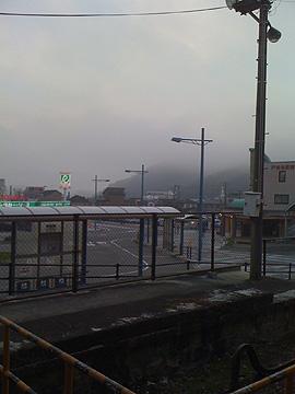 バス乗り場から見た空の写真