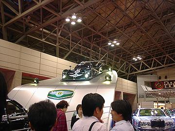 モーターショーの時のベントレイ EXP スピード8の写真