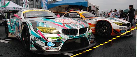GSR 初音ミク BMWとGSR ProjectMirai BMWの写真