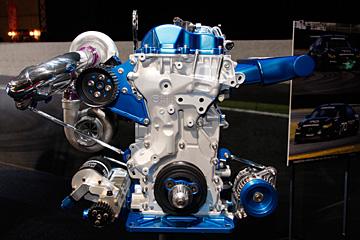 スカイアクティブ-D レーシングエンジンの写真