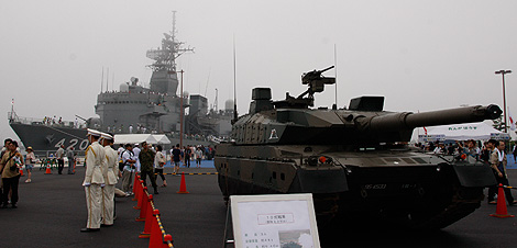 10式戦車の写真1