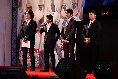 ステージ上ティームメンバーの写真